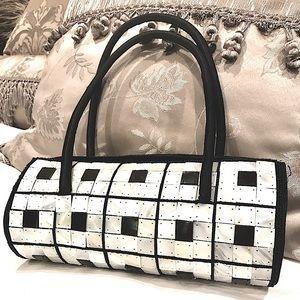 Beautiful 'Mother of Pearl' tile , Barrel purse 🌷